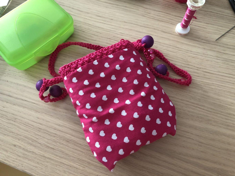 Voering van gehaakt Minnie Mouse tasje | haakpatroon gratis | De vrolijke roze vlinder