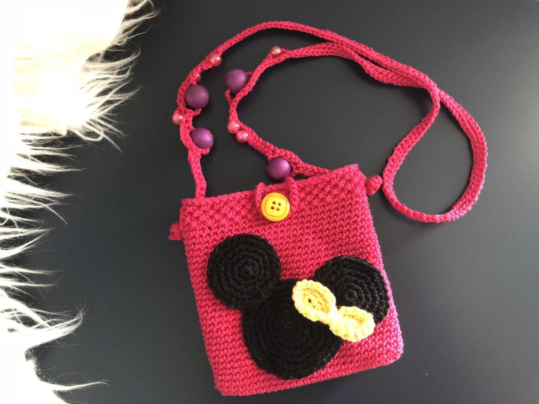 Gehaakt Minnie Mouse tasje in de maak | haakpatroon gratis | De vrolijke roze vlinder