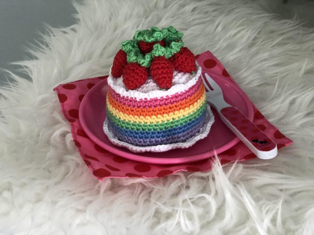 Gehaakt aardbeien gebakje | gratis haakpatroon