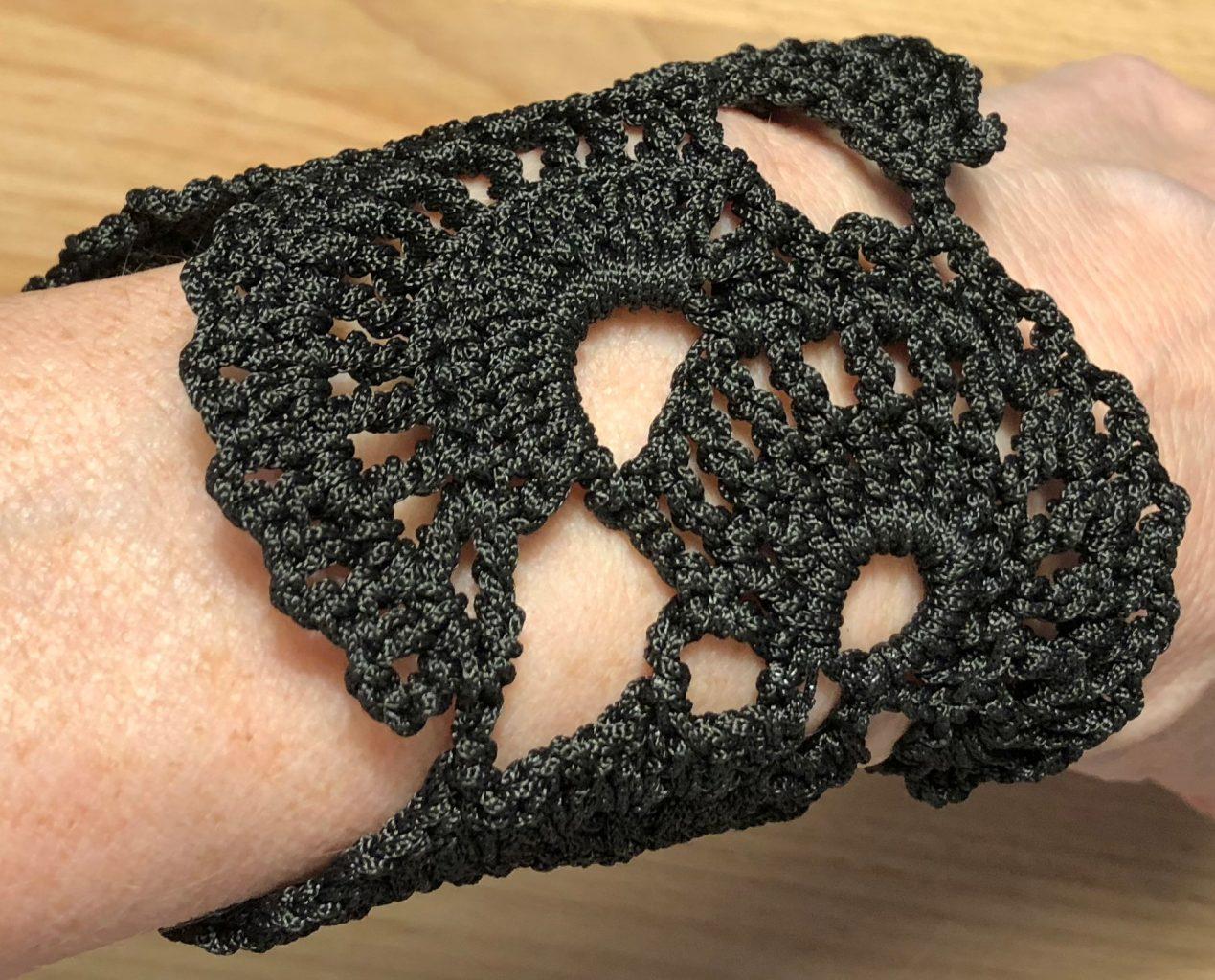 Haakpatroon (pdf; direct downloaden) armband met kantmotief