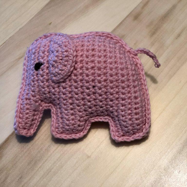 Gehaakt olifantje met link naar website waar het gratis haakpatroon te vinden is
